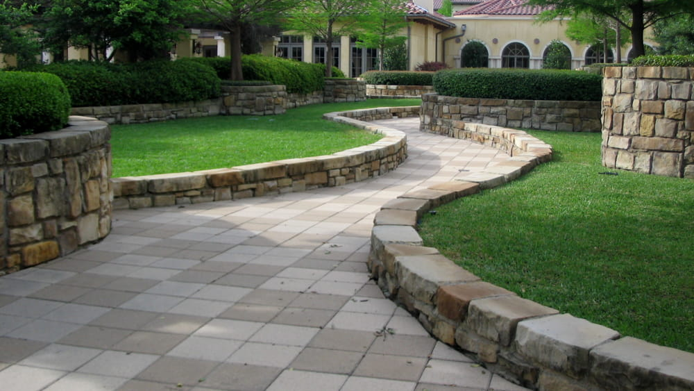 Pavimentazione Giardini